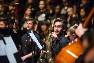 Noah Hawryluck de les Junior de l'Orchestre des jeunes d'Ottawa  Des jeunes Canadiens unissent leurs voix pour célébrer l'importance de la musique dans leurs vies lors du Lundi en Musique 2017. Le Lundi en Musique est le plus vaste événement canadien dédié à promouvoir l'importance de l'éducation musicale. (Groupe CNW/Coalition pour l'education en musique)