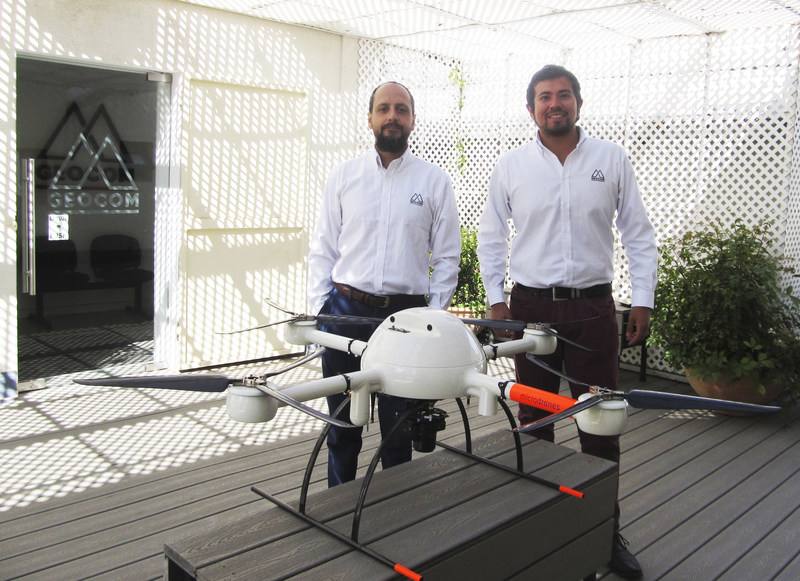 Cristian Michell, GEOCOM UAS/UAV Category Manager, and Oscar Moreno, GEOCOM UAS/UAV Technical Support Engineer. Both Cristian and Oscar are land surveyors and have worked with UAVs since 2013. They are also both DGAC-certified pilots.