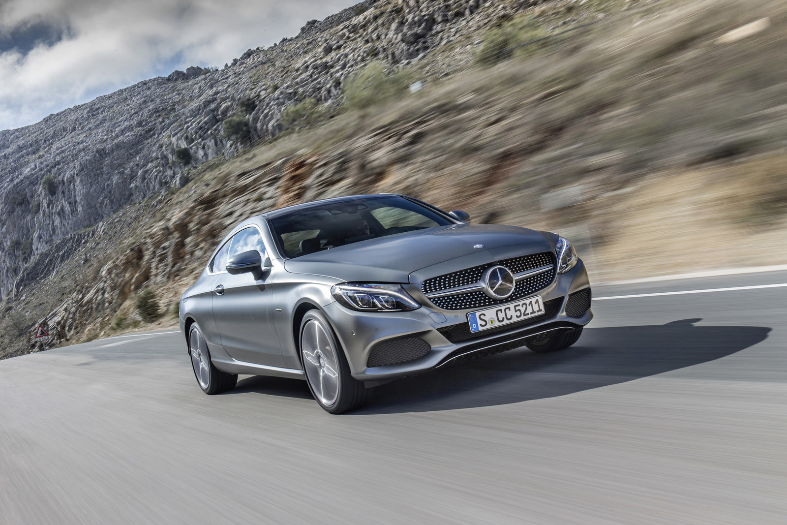 Mercedes benz canada maintains steady growth in april for Mercedes benz torrance ca