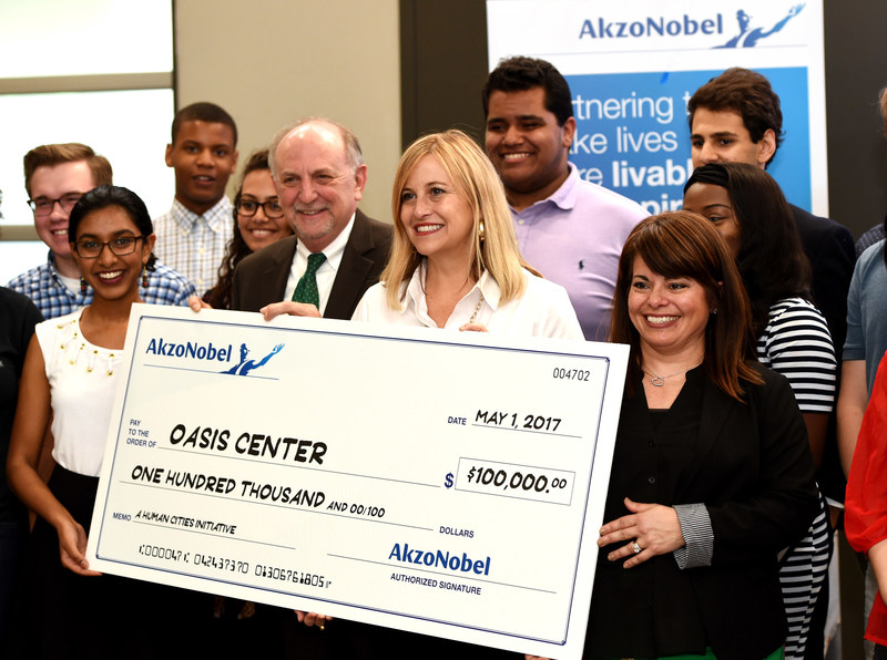 Nashville Mayor Megan Barry (center) surrounded by representatives from the Oasis Center and AkzoNobel, receiving a $100,000 grant to the Nashville Mayor's Youth Council to fund student-led civic improvement projects around the city and provide up to 10 academic scholarships for Nashville youth.