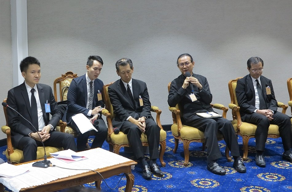 Mr. Nattaporn Jatusripitak, Advisor to the Office of the PM (Far-left), together with four representatives from private sector: Mr. Hiroki Mitsumata, President of JETRO Bangkok (Left), Mr. Vikrom Kromadit, CEO of Amata Corporation PCL. (Right) and Mr. Narongsak Jivakanun, Executive Vice President, Corporate Strategy of PTTGC PCL. (Far-right) revealed after the meeting with PM on the EEC development plan and the capability of U-Tapao International Airport as the region's aviation hub.