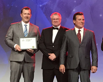 Victor Mine General Manager James Kirby, left, De Beers Canada CEO Kim Truter, and Brian Kilbride, right, Water and Technical Services Manager – Victor Mine, accept the 2016 J.T. Ryan Award for safety at the CIM Awards Gala. (CNW Group/De Beers Canada Corporation)