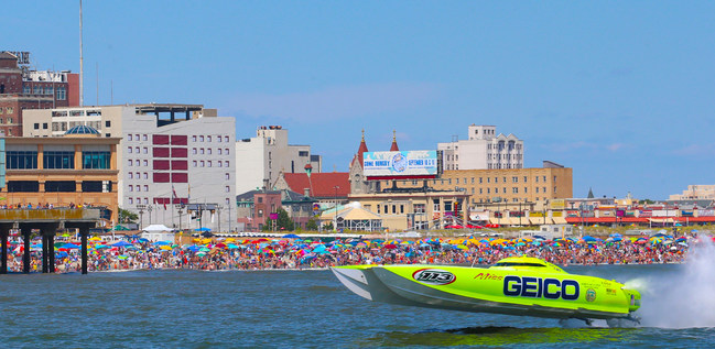 Eight-Time World Champion Miss GEICO races along the shores of New Jersey
