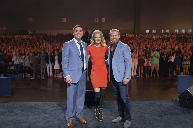From left to right: Le-Vel Co-CEO Paul Gravette; 2014 Paralympic Bronze Medalist Amy Purdy; and Le-Vel Co-CEO Jason Camper.