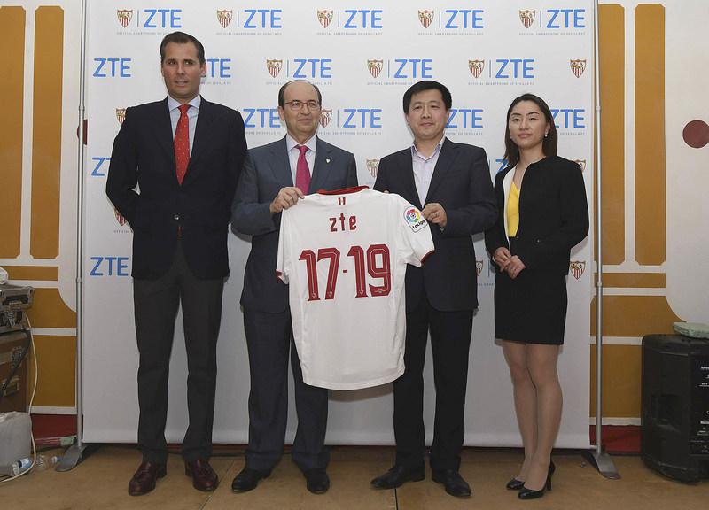 From left to right: Sevilla FC marketing director : Ramon Loarte, Sevilla FC President: José Castro, ZTE Mobile EMEA&APAC CEO Jacky Zhang, ZTE Spain GM Fan Yijing