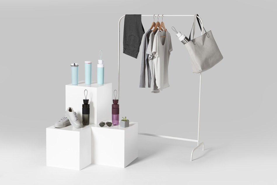 d.stil is a new line of active, reusable water bottles and thermal containers designed with fashion, function, and philanthropy in mind.