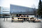 Le Choix du Président a dévoilé hier à la Faculté d'aménagement de l'Université de Montréal le premier prototype de ces tables du partage Le Choix du Président qui seront offertes à tous les arrondissements de Montréal dans le cadre des célébrations du 375e anniversaire de la métropole. (Groupe CNW/Les Compagnies Loblaw limitée)
