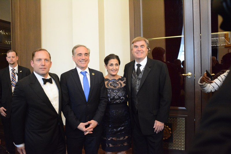 PenFed Foundation CEO James Schenck (left), US Department of Veterans Affairs Secretary David Shulkin, PenFed Foundation President Tammy Darvish and Bob Carter, President of Toyota Motor Sales U.S.A. (right).