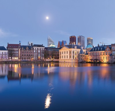 The Hague's famous Hofvijver with the parliament buildings and the Mauritshuis museum in the foreground. (PRNewsfoto/The Hague Convention Bureau)