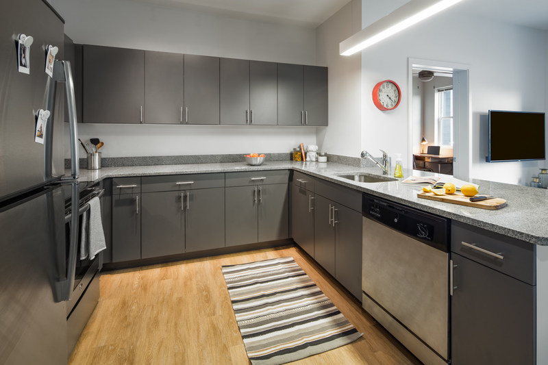 A kitchen in Uncommon Athens, near the University of Georgia, reflects student expectations for modern design, cutting edge technologies, and 5-star services and amenities. (CNW Group/QuadReal Property Group)