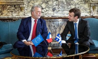 Le premier ministre du Québec, Philippe Couillard, en compagnie du nouveau président-élu de la République française, Emmanuel Macron, lors d'une rencontre tenue à Paris le 3 mars 2015. (Groupe CNW/Cabinet du premier ministre)