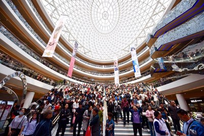 Suning Plaza attracts more than 500,000 people on the first day