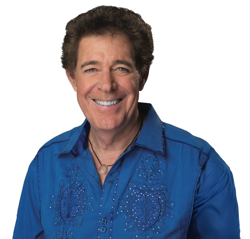 Barry Williams (Greg) of 'The Brady Bunch' hosts The Summer of Me on MeTV. The Summer of Me begins Monday, May 29.