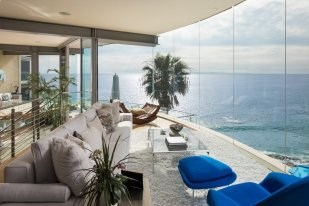 The floating glass house designed by famed architect Paul McClean is a visual masterpiece set upon one of the most awe-inspiring settings in Laguna Beach. Privately perched on the bluff's edge with a premium northwest coastal-facing orientation, take in the vibrant sunsets and city light views up to Palos Verdes.