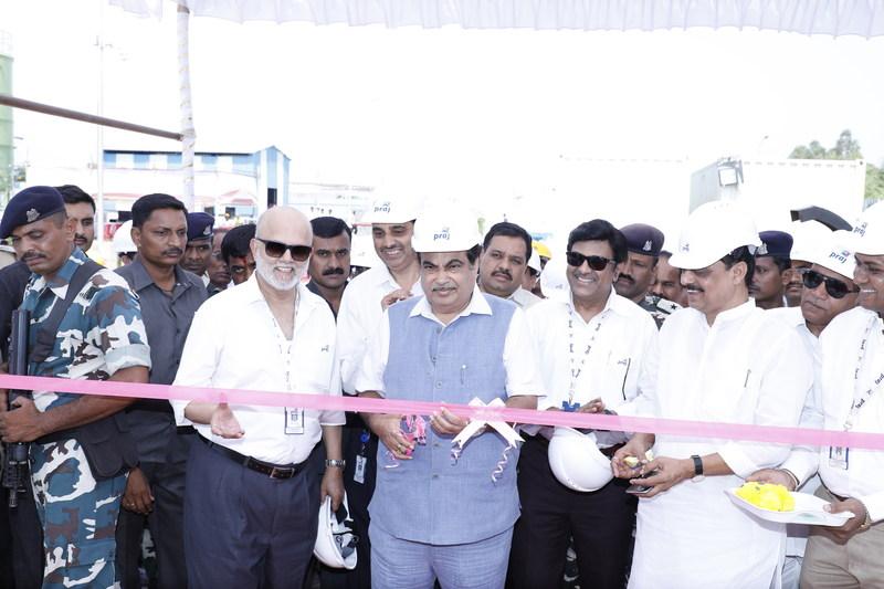 Union Minister of India, Nitin Gadkari (C) along with Pramod Chaudhari of Praj at the Inauguration Ceremony (PRNewsfoto/Praj Industries Limited)