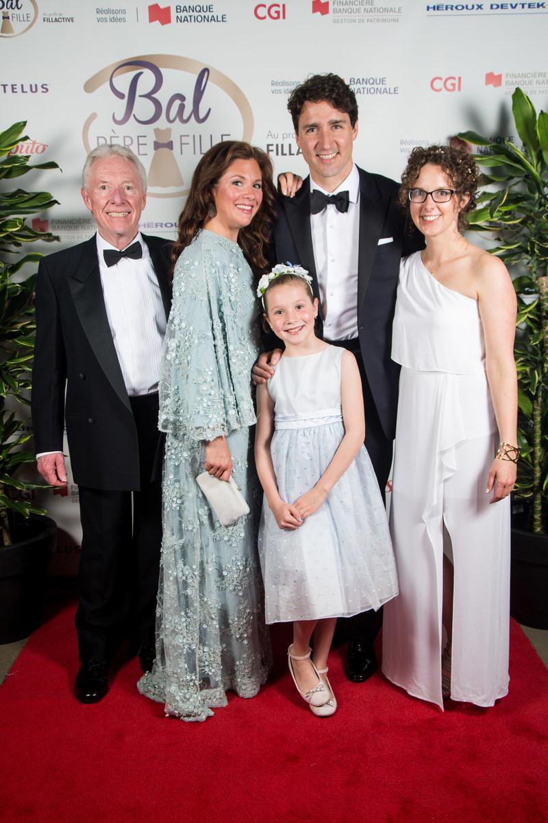 Mr. Jean Grégoire, Ms. Sophie Grégoire Trudeau, Ella-Grace Trudeau, The Right Honourable Justin Trudeau, Prime Minister of Canada, and Ms. Claudine Labelle. (CNW Group/FitSpirit)