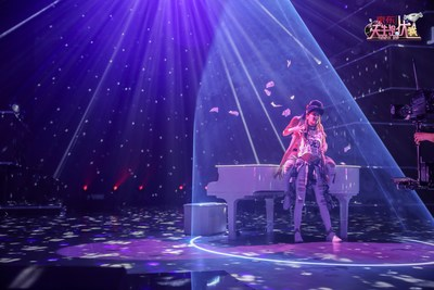 The performance of Zhang Xinmei and Le Jing