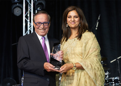 Dr. Zane Cohen, recipient of Lifetime Achievement Award and Mina Mawani, President and CEO Crohn's and Colitis Canada (CNW Group/Crohn's and Colitis Canada)