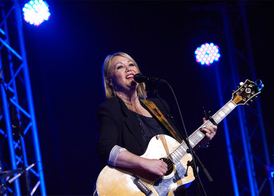 Jann Arden (CNW Group/Crohn's and Colitis Canada)
