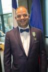 Le directeur général du Musée de la civilisation, Monsieur Stéphan La Roche, a reçu hier le titre de Chevalier de l'Ordre des Arts et des Lettres de la République française. (Groupe CNW/Musée de la Civilisation)
