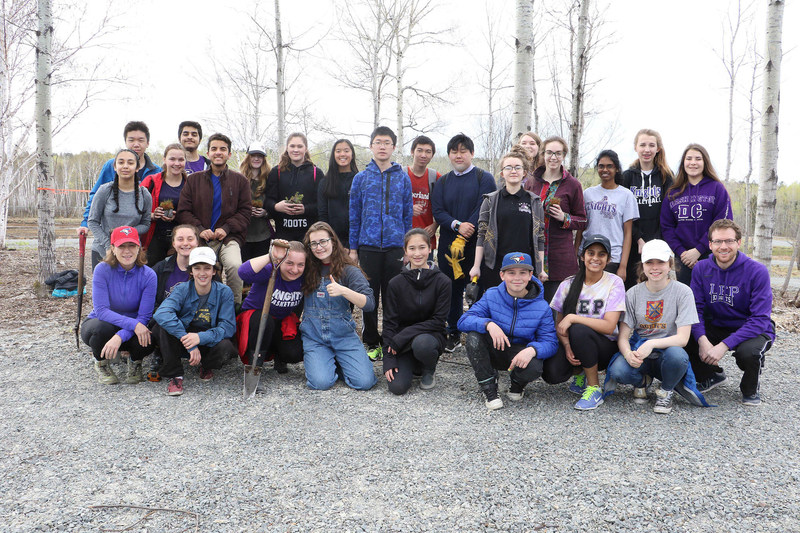 Volunteers in Sudbury included students from Lo Ellen Park Secondary School. All 10,000 trees planted today will be added to the counter at greenleafchallenge.ca and help us reach our goal of planting three million trees in 2017. (CNW Group/Forests Ontario)