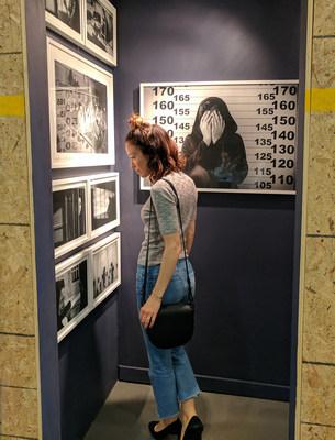 Abeille Gélinas au Musée des politiques en matière de drogues à Montréal. Cet événement gratuit est ouvert au public du 15 au 17 mai. museepolitiquesdrogues.org (Groupe CNW/Open Society Foundations)