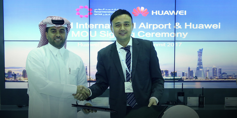Eng. Badr Mohammed Al Meer, Chief Operating Officer at HIA (left) and Xilin Yuan, President of the Transportation Sector of Huawei's Enterprise Business Group(right)