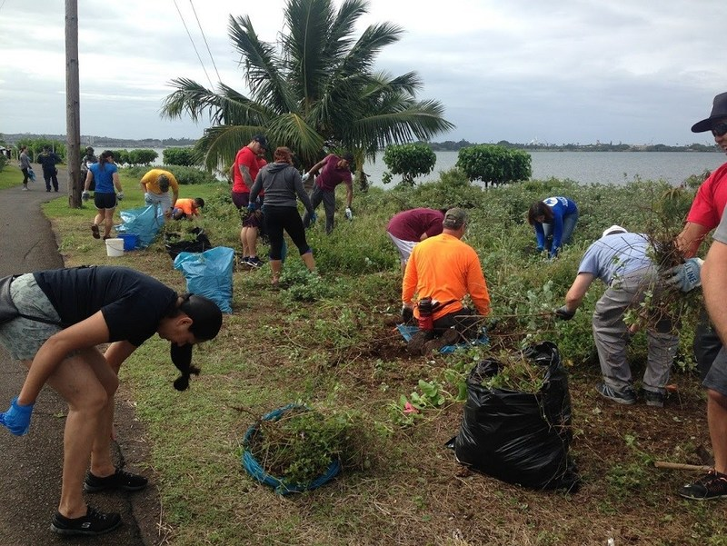 Wounded Warrior Project veterans and families recently connected with their community while volunteering to clean the Pearl Harbor Bike Path.