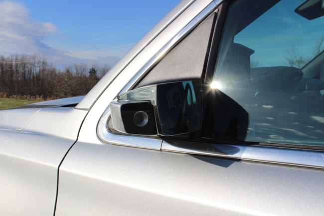 Magna's ClearView™ helps improve visibility while changing lanes, backing out of a parking space, or driving with a vehicle full of cargo. (CNW Group/Magna International Inc.)