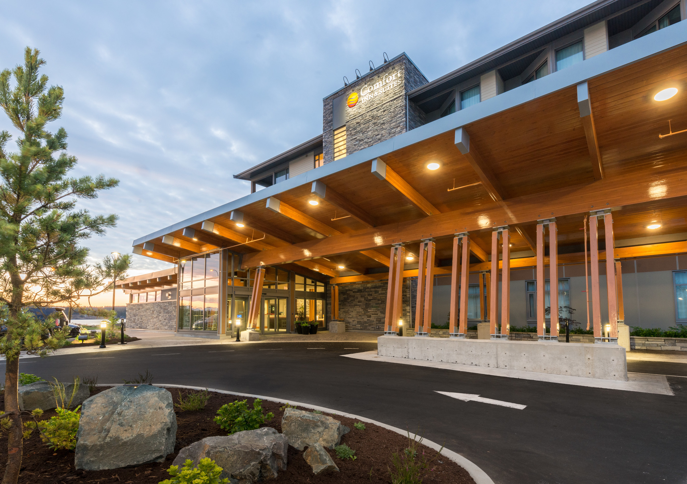 Comfort Inn Suites Campbell River Choice Hotels International Hotel Of The Year Award Winner For Brand Cnw Group Canada Inc