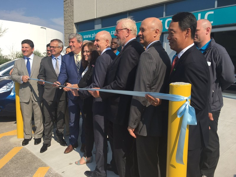 Electric Vehicle Discovery Centre Official Ribbon Cut May 17 2017 Cnw Group