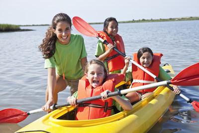 No permita que los piojos arruinen el campamento de verano. Use los productos Vamousse Lice Treatment para defender a los niños contra los piojos.