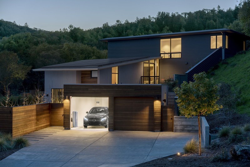 Mercedes-Benz Energy and Vivint Solar team up to bring automotive battery innovation to the U.S. residential solar market.