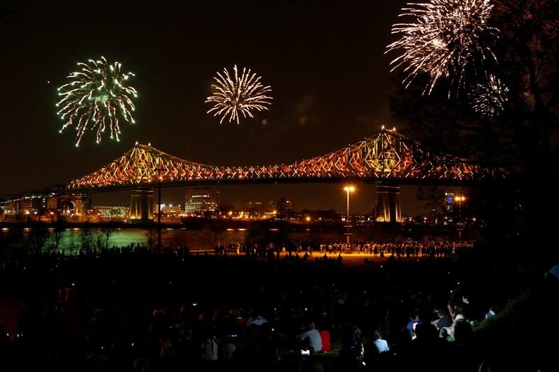 Inaugural show bridge Jacques-Cartier @Martine Doyon (CNW Group/Société des célébrations du 375e anniversaire de Montréal)