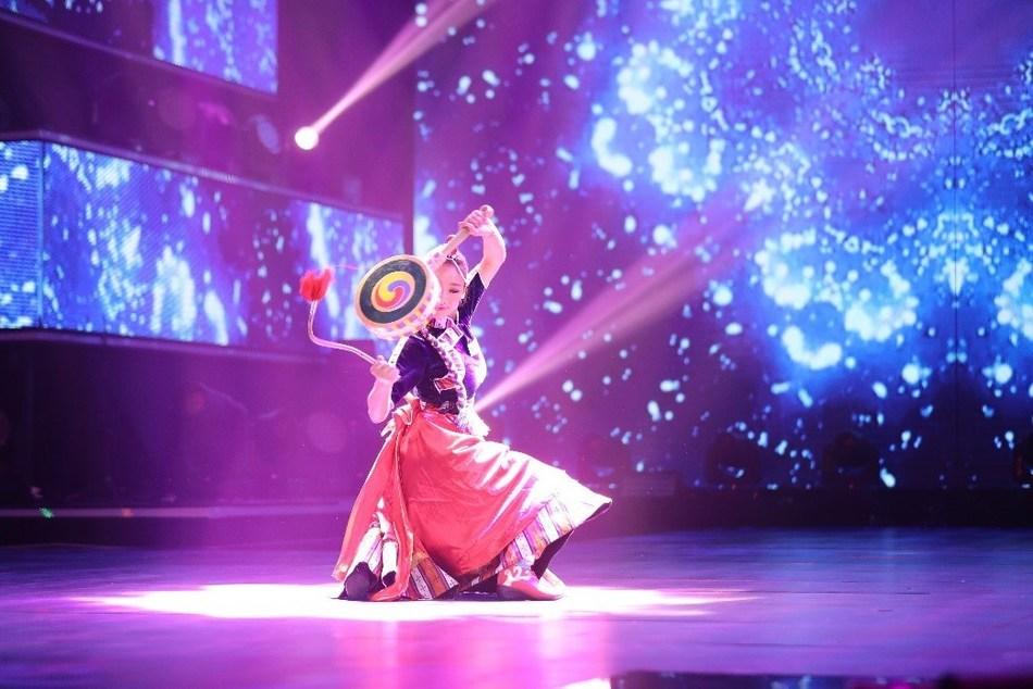 Qiangba Yangzhen is performing folk dancing