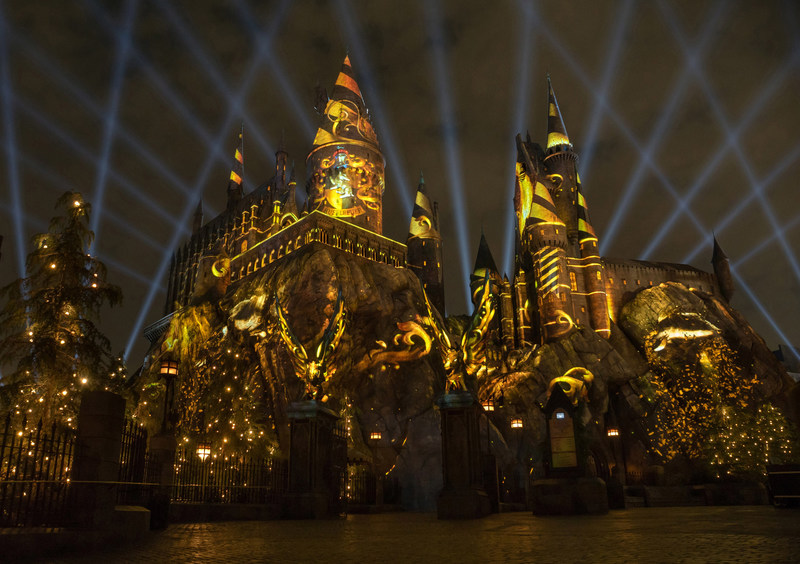 """Universal Studios Hollywood Casts a Dazzling Spell on """"The Wizarding World of Harry Potter"""" with Its All-New Summertime Enhancement, """"The Nighttime Lights at Hogwarts Castle,"""" Inviting Guests to Experience the Immersive Land in a Whole New Light, Beginning June 23"""