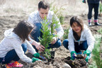 Throughout April and May, Enbridge supported and participated in four community tree planting events in Ajax, Niagara Falls, Mount Albert, and Pelham. Events brought together hundreds of volunteers to plant more than 1,000 trees in public spaces. (CNW Group/Forests Ontario)
