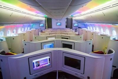 La classe affaires mise à niveau de Hainan Airlines avec des sièges renversés de type Herringbone (PRNewsfoto/Hainan Airlines Co., LTD)