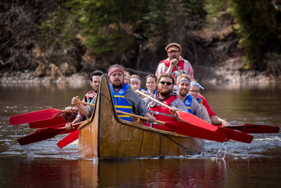 Members of the MNO Canoe Expedition in training near Fort William Historical Park. (CNW Group/Métis Nation  ...