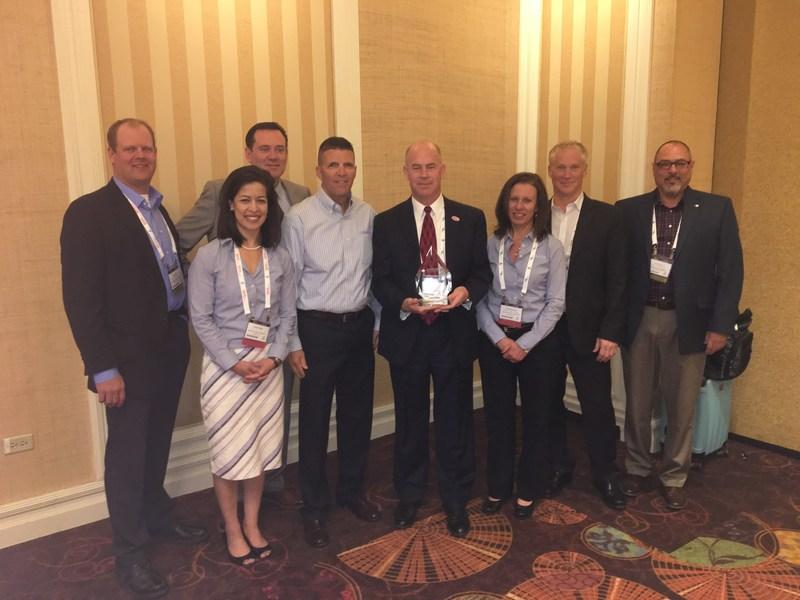Omron presents award to Digi-Key at 2017 EDS Banquet