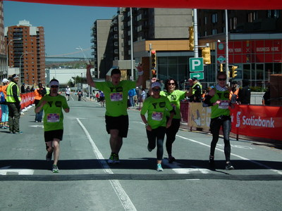 Scotiabank congratulates youth finishers at the Scotiabank Blue Nose Marathon (CNW Group/Scotiabank)