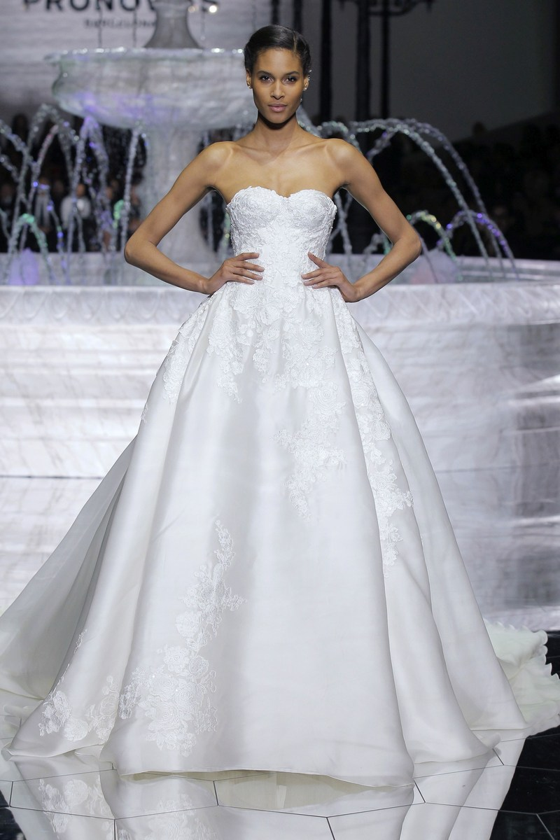 CINDY BRUNA at the PRONOVIAS FASHION SHOW in Barcelona with the ROMA dress from the 2018 ATELIER PRONOVIAS COLLECTION