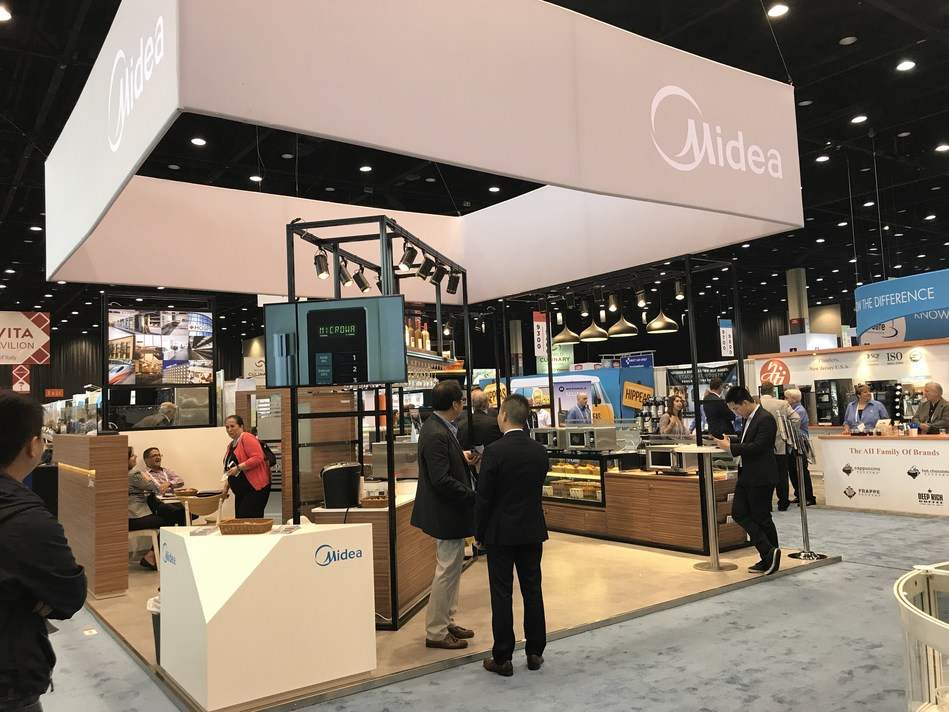 Nova linha de fornos de micro-ondas comerciais da Midea projetados para atender todas as demandas de foodservice impressiona o público na Feira de Foodservice da NRA de 2017