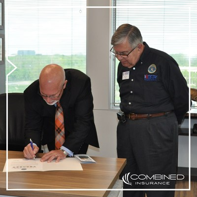Combined Insurance President Brad Bennett signs a Statement of Support reaffirming the company's commitment to the National Guard and Reserve. Bennett was joined by Employer Support of the Guard and Reserve representative Ron Bacci at the event on May 18 in Combined's Chicago office.