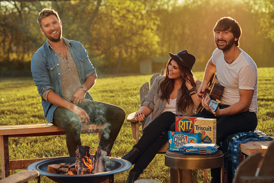 As summer BBQ season heats up, snacking leader NABISCO, a Mondelēz International brand, is teaming up with seven-time GRAMMY Award-winning group Lady Antebellum to take delicious snacks, including iconic cookie and cracker brands like OREO, RITZ, CHIPS AHOY! and TRISCUIT, among others, on the road as the band launches their YOU LOOK GOOD WORLD TOUR, presented by NABISCO.