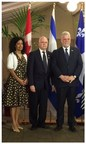 From left to right : Ms. Dominique Anglade, Quebec's Minister of Economy, Science and Innovation and Minister responsible for the Digital Strategy, Mr. Michel Bouvier, Deputy Vice-Rector Research, Discovery, Creation and Innovation – University of Montreal and Chief Executive Officer– IRIC, Mr. Philippe Couillard, Premier of Quebec (CNW Group/Institut de recherche en immunologie et en cancérologie de l'Université de Montréal)