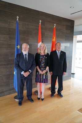 Minister McKenna posing with her Chinese and European counterparts at climate talks in Berlin. (CNW ...