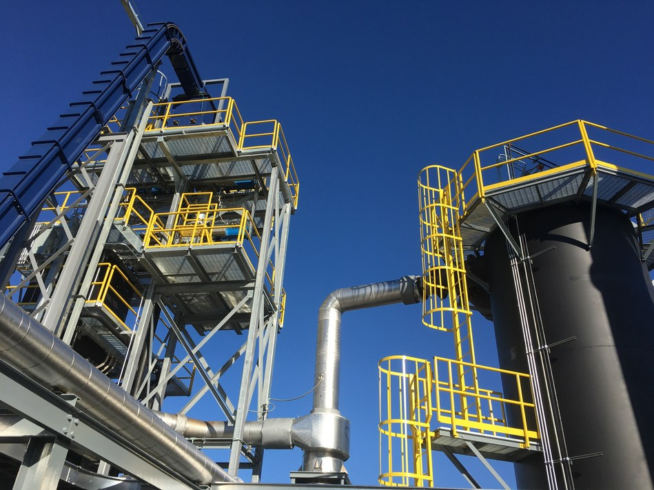World's largest downdraft gasifier, left, and thermal oxidizer at Lebanon, TN, clean energy plant