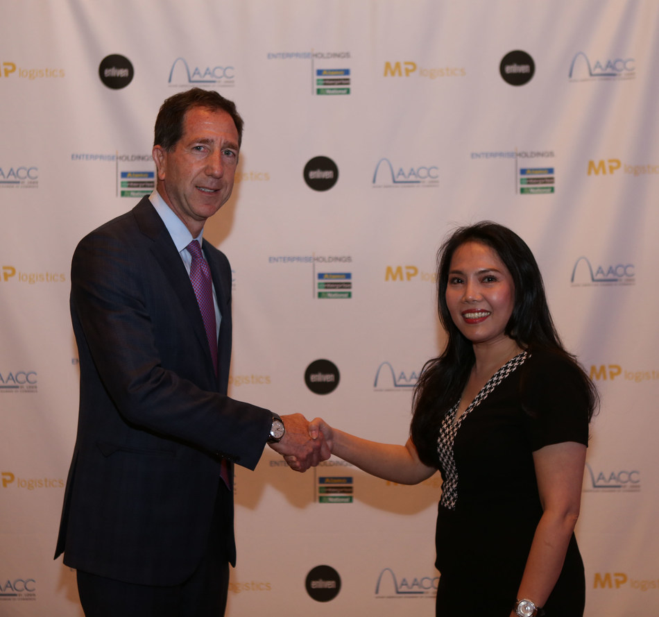 Enterprise Holdings Vice President of Global Franchising Peter Smith and MP Logistics CEO and Founder Minh Phuong Dang immediately following the signing of their franchise agreement.