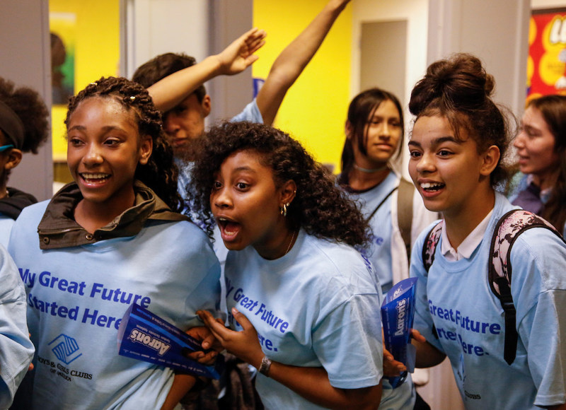 Keystone teen members of the Don & Sallie Davis Boys & Girls Club of Greater Milwaukee were surprised on Wednesday when associates from Aaron's, Inc., a leading omnichannel provider of lease-purchase solutions, and its divisions Aaron's and Progressive Leasing, unveiled a newly renovated Keystone Teen Center. As part of Aaron's three-year, $5 million national partnership with Keystone, Aaron's associates have remodeled 21 Keystone Teen Centers across the U.S.